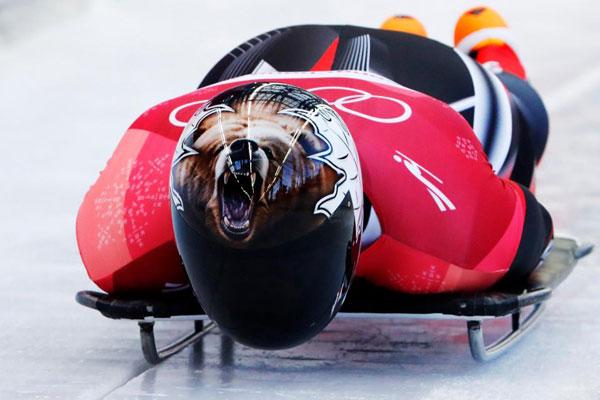 Thời trang mũ không đụng hàng của các VĐV trượt băng nằm sấp - 3