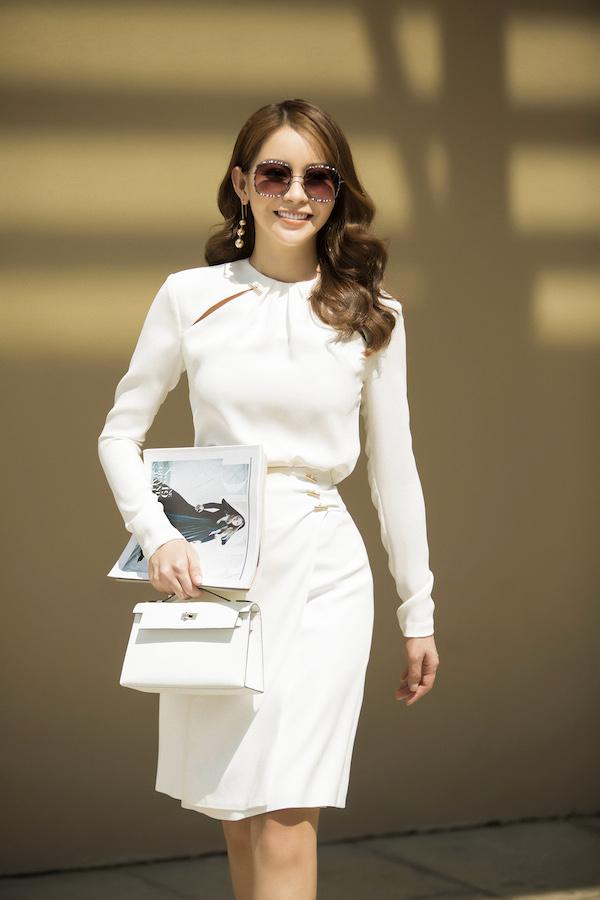 Là hoa hậu đồng thời là một doanh nhân thành đạt, người đẹp luôn tạo cho mình vẻ đẹp và thần thái trẻ trung, năng động.