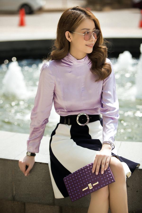 Sở hữu vẻ đẹp của người phụ nữ hiện đại với phom dáng chuẩn, gương mặt thanh thoát, Hải Dương luôn chọn phong cách thời trang đơn giản, tinh tế từ màu sắc đến thiết kế.