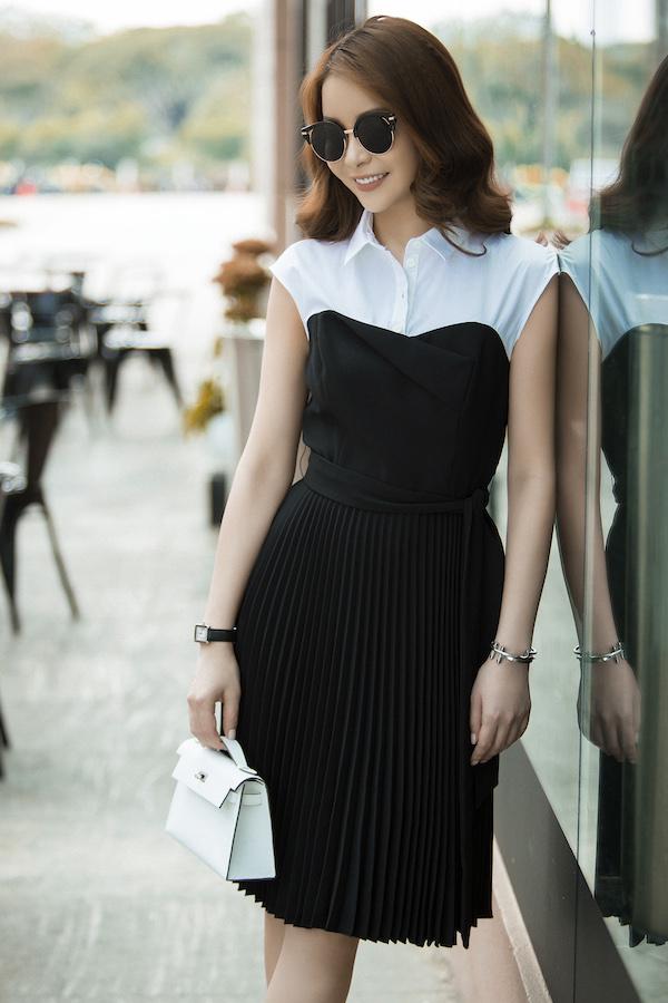 Người đẹp đặc biệt yêu thích tone màu trắng, đen đơn giản, toát lên được vẻ đẹp sang trọng.