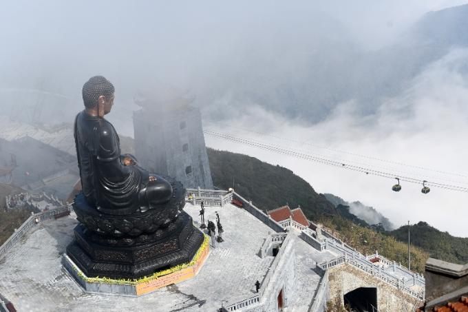 Khánh thành ngay trước Tết Mậu Tuất, quần thể văn hóa tâm linh tọa lạc tại khu du lịch Sun World Fansipan Legend (trên đỉnh Fansipan) là một trong những điểm đến chiêm bái lễ Phật cầu an của tín đồ Phật tử và du khách thập phương trong dịp đầu xuân năm mới.