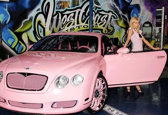 Paris bên chiếc Bentley Continental xinh xắn.