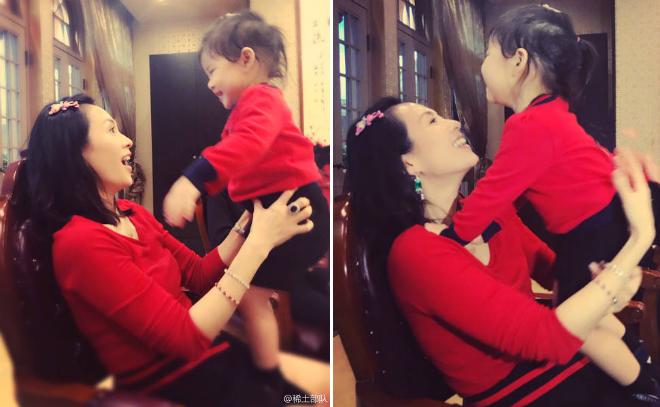 Xing Xinh, con gái Chương Tử Di năm nay đã hơn 2 tuổi và rất bụ bẫm, đáng yêu.