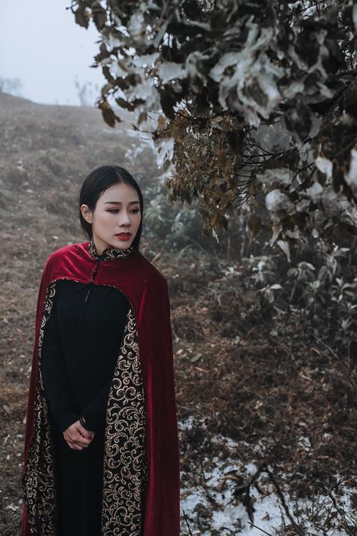 Mới đây, Hoa Trần tham gia viết nhạc phim cho một số tác phẩm điện ảnh thể loại ngôn tình. Bộ ảnh cô chụp tại Sapa được sử dụng trong chiến dịch quảng bá các MV âm nhạc này.