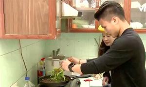 Quang Hải đi chợ nấu ăn ngày Tết