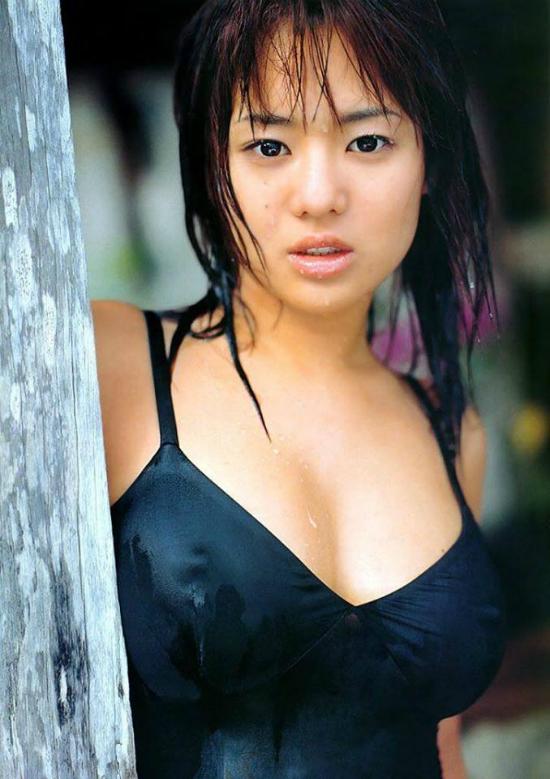 Aoi nổi tiếng trong làng giải trí Nhật vì những thước phim AV nóng bỏng. Côđã giã từ công việc nàyđược vài năm vàđang tập trung phát triển sự nghiệp tại Trung Quốc với vai trò diễn viên.