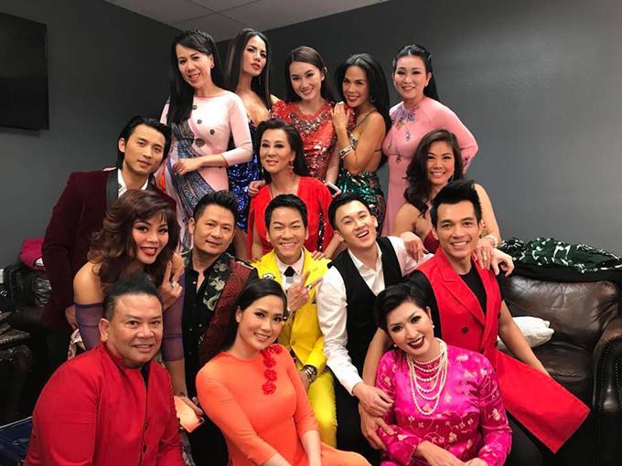 Các nghệ sĩ hải ngoại tụ hội đông đủ trong show diễn đầu năm phục vụ người Việt ở Mỹ.
