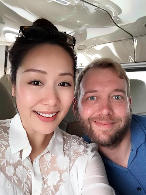 Hoa hậu Ngô Phương Lan đưa gia đình chồng Tây về thăm quê nội của cô.