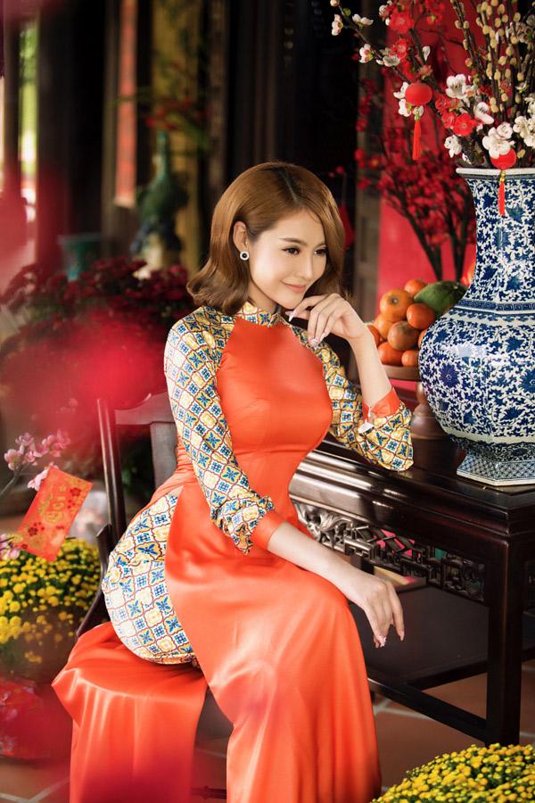 Linh Chi chia sẻ, cô thích Tết vì được sum họp với gia đình và gặp gỡ, vui chơi cùng bạn bè thân thiết.