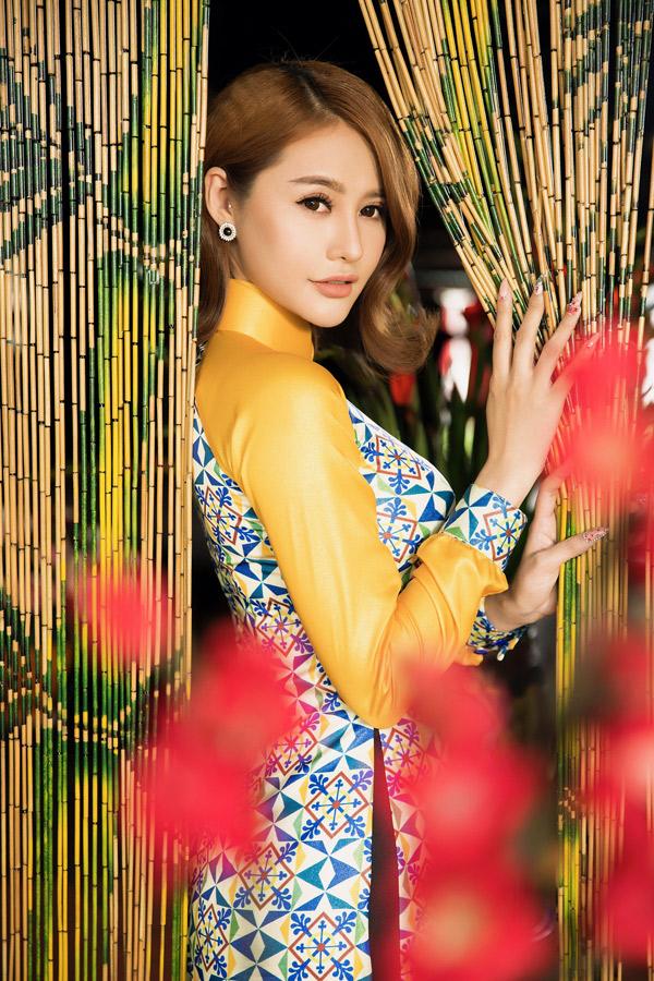 Chuyển qua lĩnh vực điện ảnh nhưng Linh Chi vẫn thỉnh thoảng làm mẫu ảnh.
