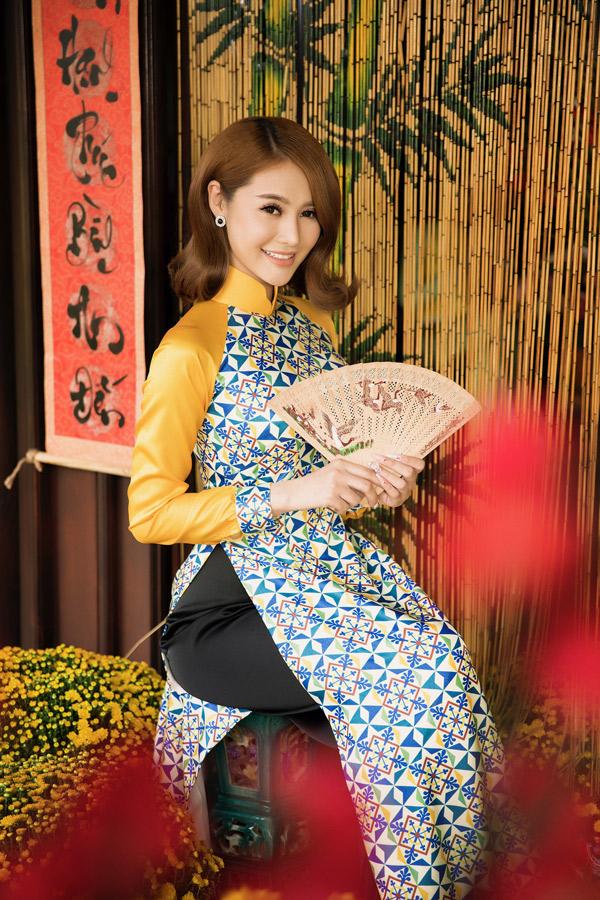 Sau chuyện tình ồn ào với Lâm Vinh Hải, Linh Chi hài lòng với mối quan hệ bạn bè trong hiện tại với chàng vũ công.