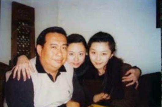 Thiều Tiểu San (giữa) chụpảnh cùng Phạm Băng Băng.