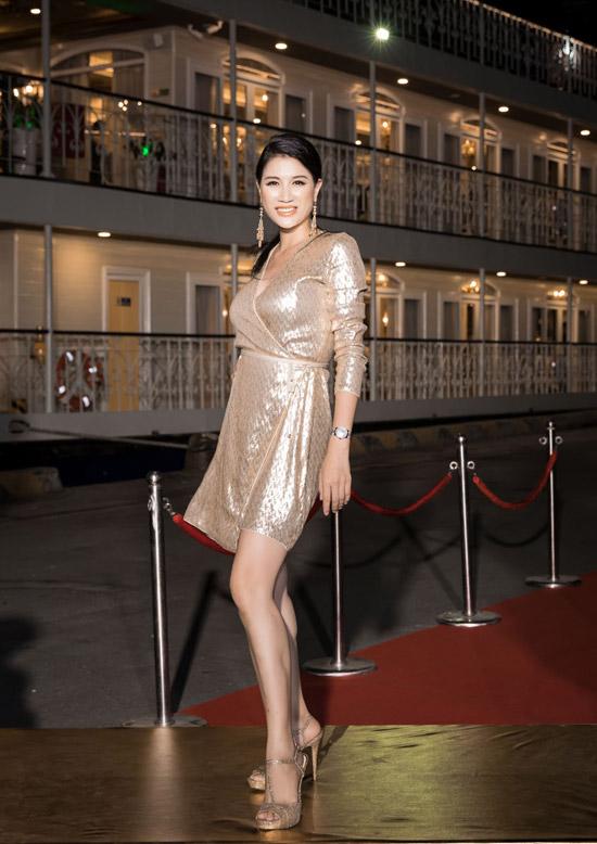 Diễn viên Trang Trần trốn con gái để đi thưởng thức ca nhạc dịp đầu xuân.