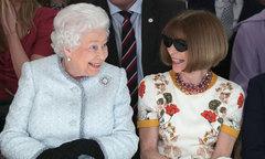Nữ hoàng Anh xuất hiện tại tuần lễ thời trang London