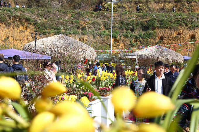 Diễn ra đến hết mùng 10 Tết Mậu Tuất, lễ hội Khèn hoa - Không gian văn hóa Tây Bắc 2018 tại Sun World Fansipan Legend là địa chỉ du lịch cần bỏ túi ngay của khách thập phương trong dịp đầu xuân mới.