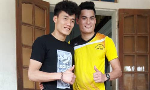 Thủ môn Tiến Dũng đối đầu hot boy điền kinh Quách Công Lịch trên sân bóng chuyền
