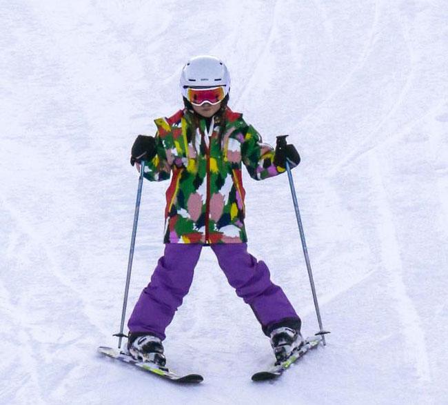 Năm ngoái, cả gia đình Becks cũng tới Canada nghỉ đông. Khi đó, Harper mới tập trượt tuyết, lần thứ hai quay lại cô bé tỏ ra thành thạo, có thể tự mình trượt, không cần bố mẹ và các anh trợ giúp.
