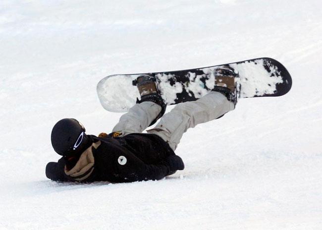 Becks bị ngã khi trượt ván.