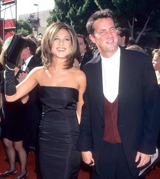 Năm 2006, nhiều tin đồn phát tán rằng Jennifer bí mật qua lại với bạn diễn cũ phim Friends, Matthew Perry.