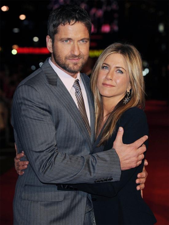 Jennifer và tài tử Gerard Butler bên nhau tình tứ trong suốt quá trình quảng bá bộ phim Bounty Hunter. Những cử chỉ âu yếm trên thảm đỏ cho thấy hay người trên mức quan hệ đồng nghiệp. Tuy nhiên cả hai không xác nhận yêu nhau và sau đó lặng lẽ chia tay vào năm 2010.