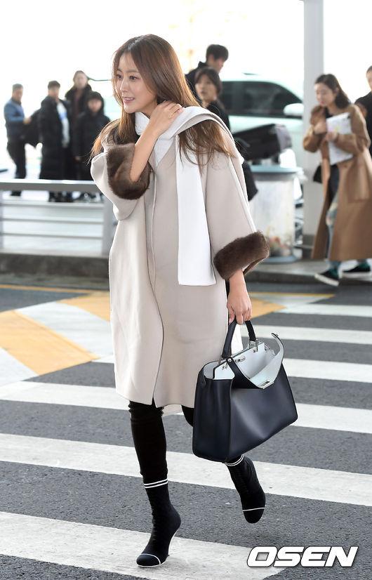 Kim Hee Sun trẻ trung khi sang Milan dự Tuần lễ thời trang - 3