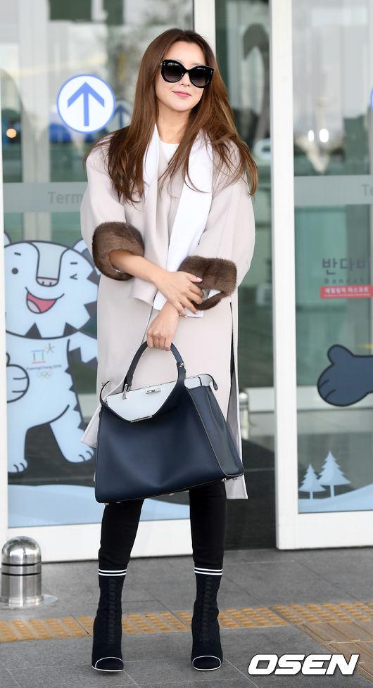 Kim Hee Sun trẻ trung khi sang Milan dự Tuần lễ thời trang - 5