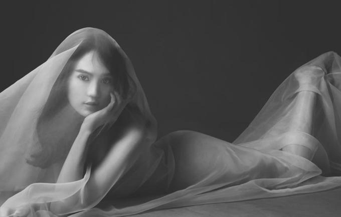 Ngọc Trinh muốn lưu giữ vẻ đẹp thanh xuân qua những bức ảnh khỏa thân. Cô dự định sau này mang thai sẽ chụp ảnh nude với bụng bầu.