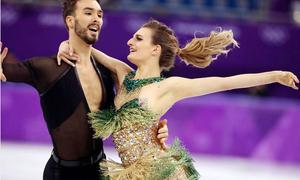 Người đẹp trượt băng bị lộ ngực khi đang thi đấu