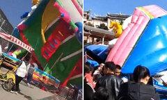 Lâu đài hơi bị gió thổi lật khiến nhiều trẻ em bị thương