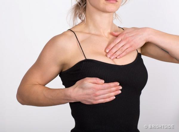 Nếu kích thước ngực thay đổi bất ngờ, bạn nên tới bệnh viện để kiểm tra toàn diện vì đây là dấu hiệu nghiêm trọng nhất khi cơ thể bị mất cân bằng hormone.