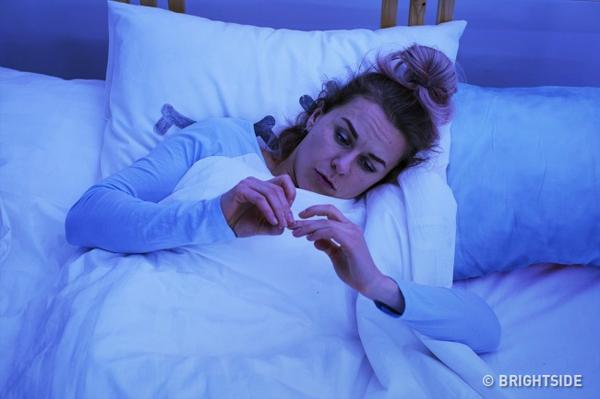 Thường xuyên mất ngủ là do hàm lượng progesterone trong cơ thể thấp hơn bình thường.