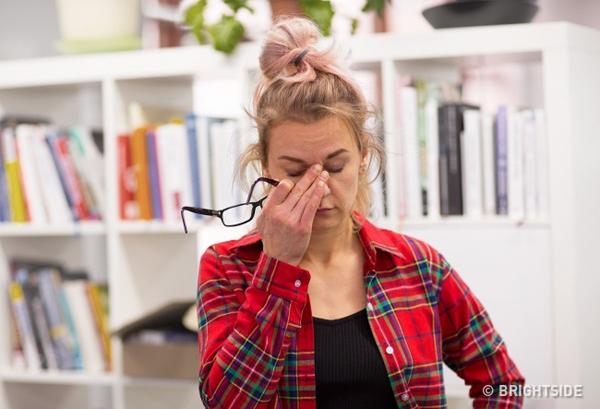 Cảm thấy mệt mỏi trong thời gian dài dù đã được nghỉ ngơi đầy đủ có thể là do hormone tuyến giáp gặp vấn đề.