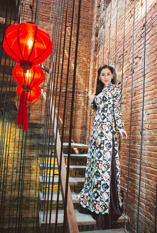 Á hậu Xuân Quỳnh khoe sắc với áo dài Cô Ba Sài Gòn - 5
