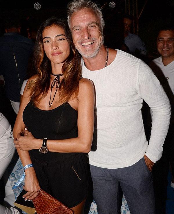 David Ginola và người tình trẻ Maeva Denat vừa đón con gái đầu lòng. Ảnh: DM.