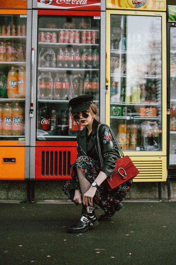 Ở mùa xuân 2018, Andreea B khá ưa chuộng tông đỏ và cô sử dụng gam màu hợp mốt linh hoạt trên từng set đồ.