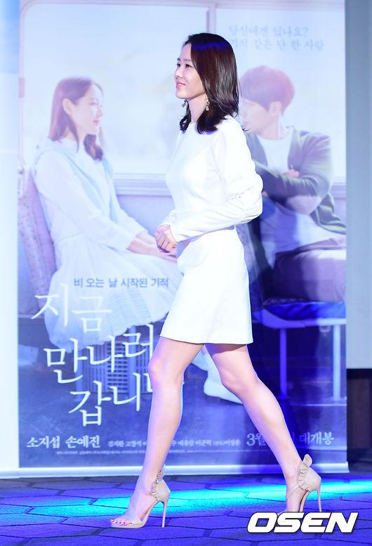 Ở tuổi 40, Son Ye Jin vẫn thon thả, xinh đẹp. Cô vẫn độc thân và chưa từng dính ồn ào hẹn hò với bất cứ ai.