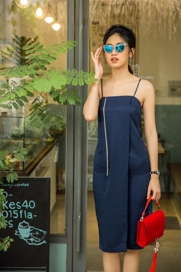Bộ ảnh được thực hiện với sự hỗ trợ của nhiếp ảnh Chanh, trang điểm Sang Nguyễn, trang phục Thanh Trúc Trương.