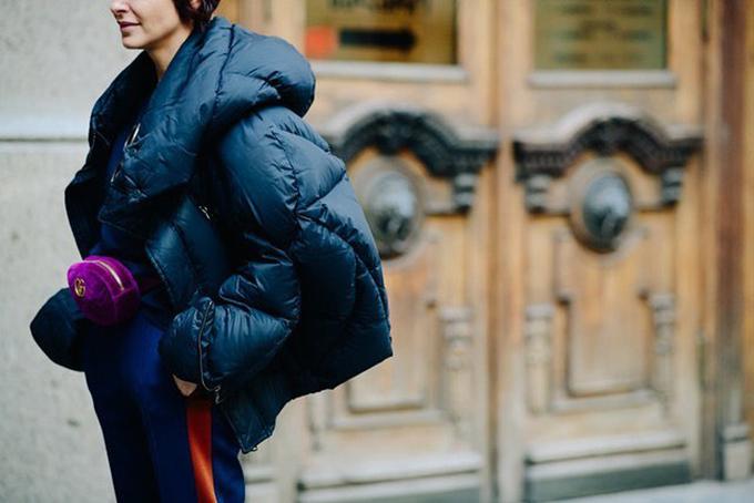 Túi nhung nhiều sắc màu của Gucci vẫn là sản phẩm cháy hàng bởi ngoài kiểu dáng bắt mắt là chất liiệu bóng bẩy.