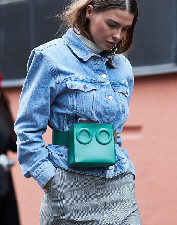Ngoài Gucci, nhiều thương hiệu như Prada, Chanel, Louis Vuitton cũng giới thiệu các mẫu túi đeo hông dành cho mùa mới.