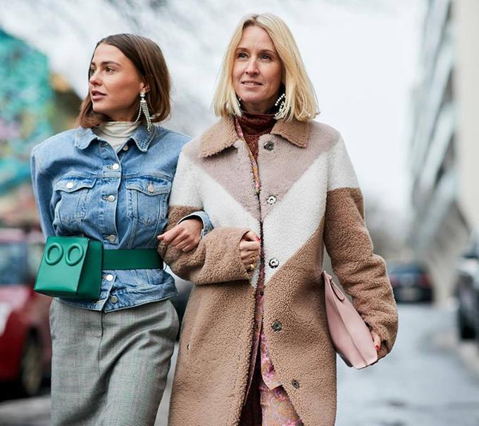 Thiết kế túi đeo chéo dạng hộp là sản phẩm vừa được tung ra thị trường và nhanh chóng chiếm được cảm tình của phái đẹp thế giới.