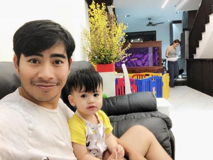 Diễn viên Thanh Bình là người phụ trách thiết kế bản vẽ bố trí cho căn nhà. Dự án bắt đầu từ tháng 9, kết thúc ít hôm trước dịp Tết Nguyên Đán.