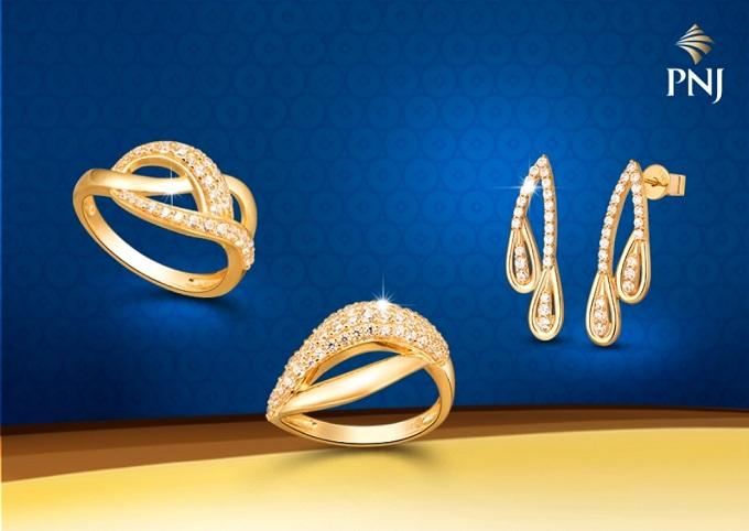 Với chất liệu vàng 18K, thiết kế tinh tế, bắt mắt, trang sức vàng PNJ giúp phái đẹp thêm rạng rỡ mỗi ngày, đồng thời góp phần mang lại may mắn, tài lộc.