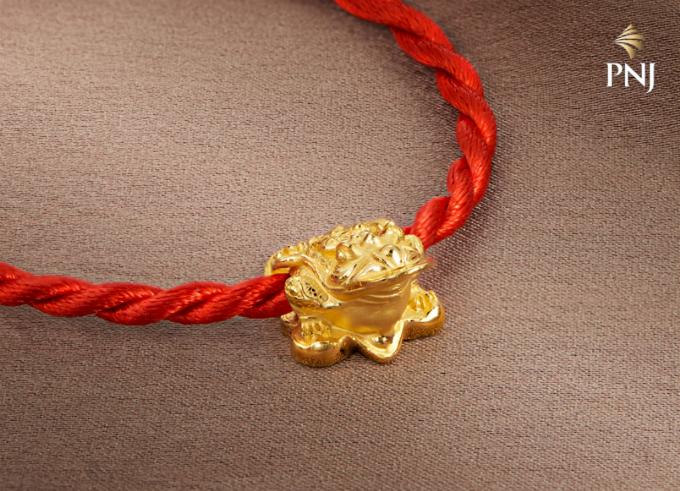 Đầu xuân năm mới cũnglà dịp mọi người trao tặng nhau những món quà ý nghĩa như lời chúc tốt đẹp đến người thân, bạn bè.Vàng cùng trang sức vàng là một lựa chọn để bạn trao gửi tâm ý.