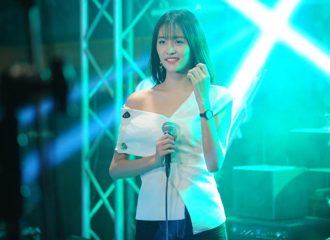 Nhân vật của Trương Mỹ Nhân có nhiều pha đối đầuBảo Thy trên màn ảnh rộng. Yu Nhi được cho là lấy nguyên mẫu từ ca sĩ Hồ Ngọc Hà nhưng êkíp làm phim phủ nhận.