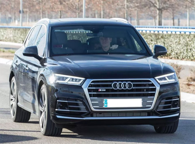 Toni Kroos drives an Audi SQ7 to Ciudad Real Madrid with a child in tow