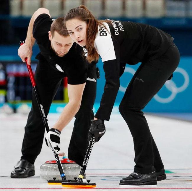 Cặp đôi giành tấm huy chương đầu tiên cho đoàn Nga tại Olympic PyeongChang nội dung đôi nam nữ phối hợp