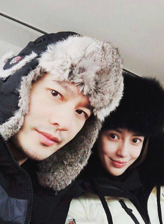 Angelababy và Huỳnh Hiểu Minh trong một bứcảnh selfie.