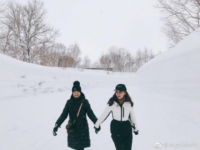 Con trai Angelababy, Huỳnh Hiểu Minh lầnđầuđược bố mẹđưađi trượt tuyết - 4