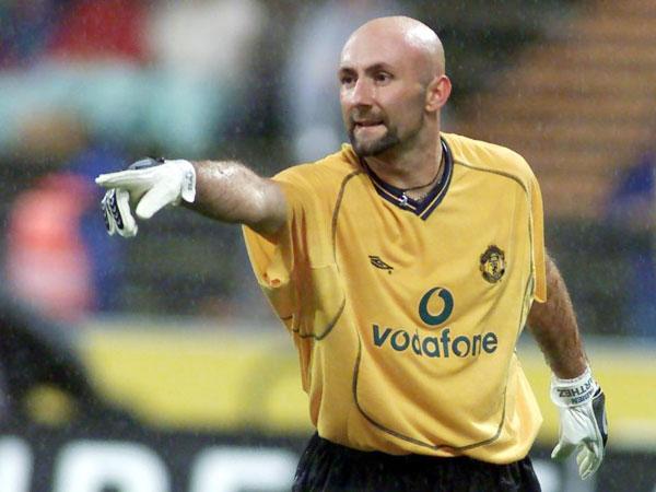 Barthez từng vô địch thế giới và châu Âu cùng tuyển Pháp năm 1998 và 2000. Ảnh: Sun.