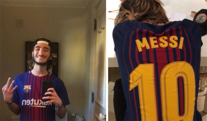 Jose Jr thể hiện tình yêu với Barca. Ảnh: NS.